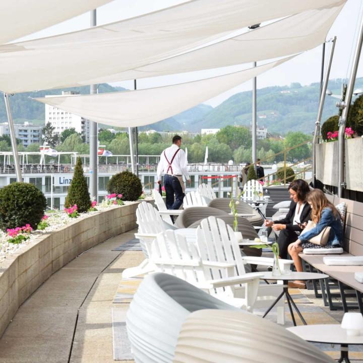 Terrasse vor dem BRUCKNER'S © DON